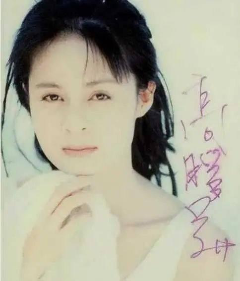 她最為人熟知的稱號,是「瓊瑤御用女歌手」